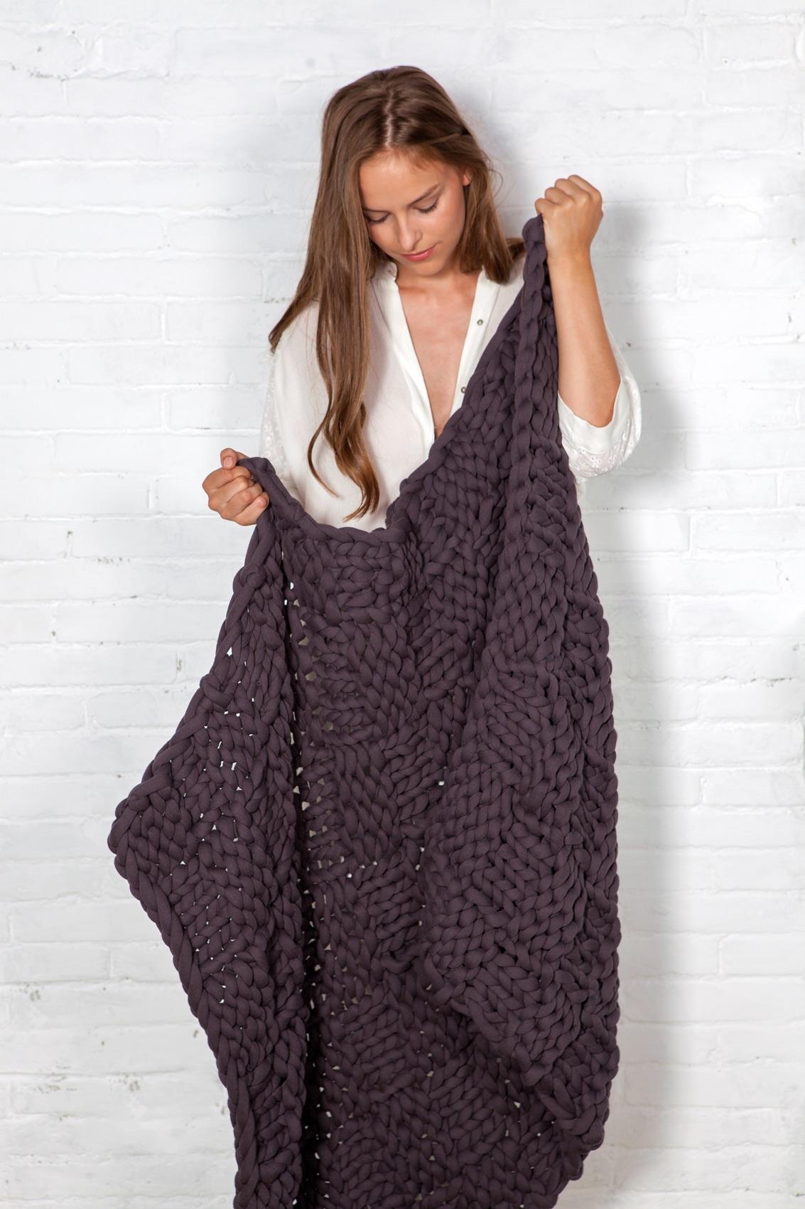 Decke im Quadratmuster aus super dicker Wolle