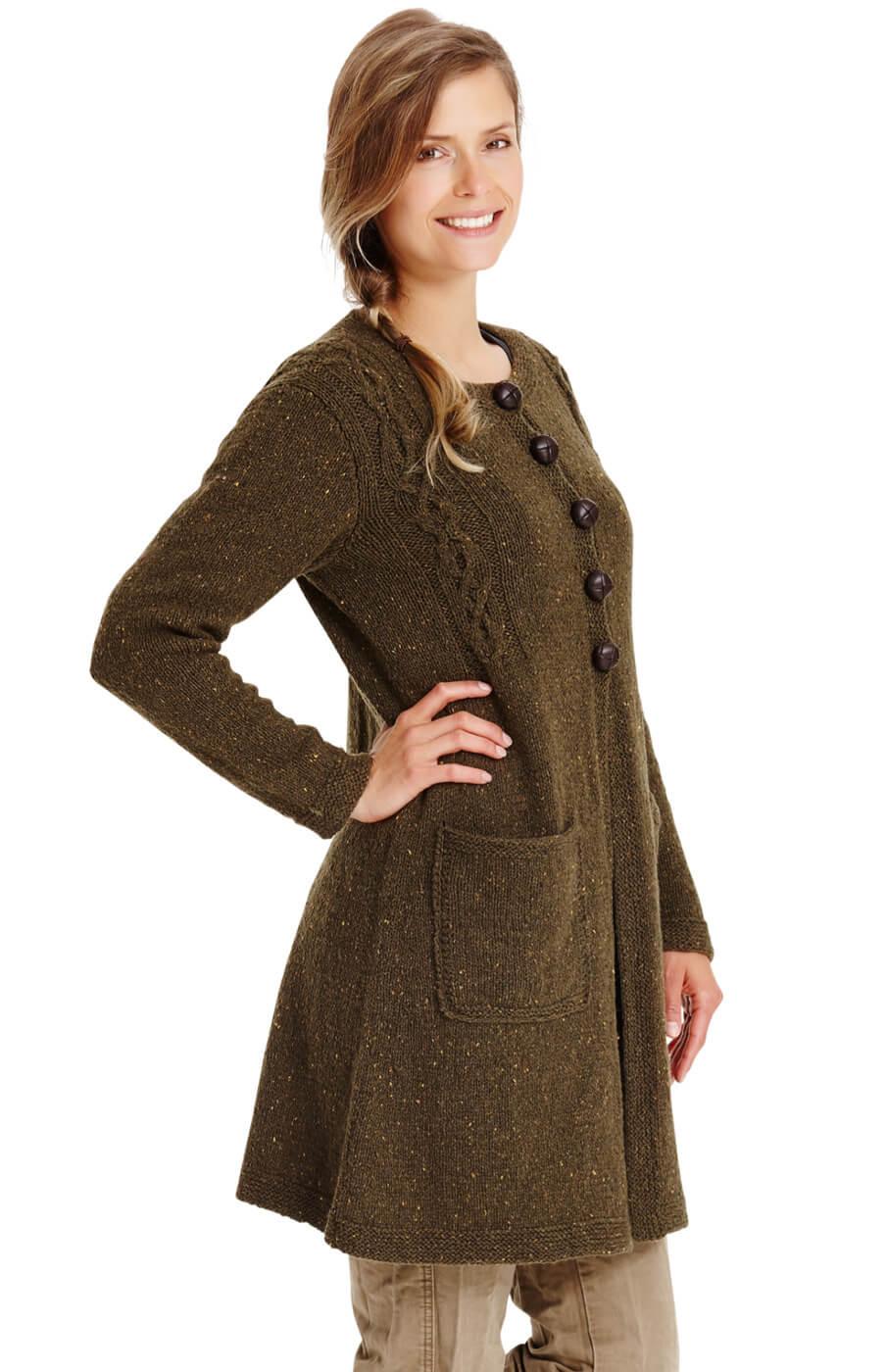Lange Strick-Jacke mit Zöpfen und Taschen