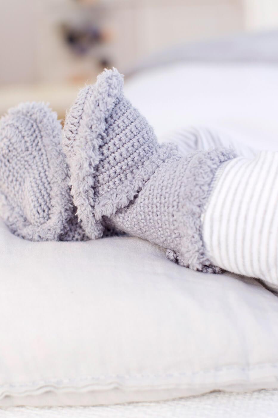 Warme gehäkelte Baby-Booties