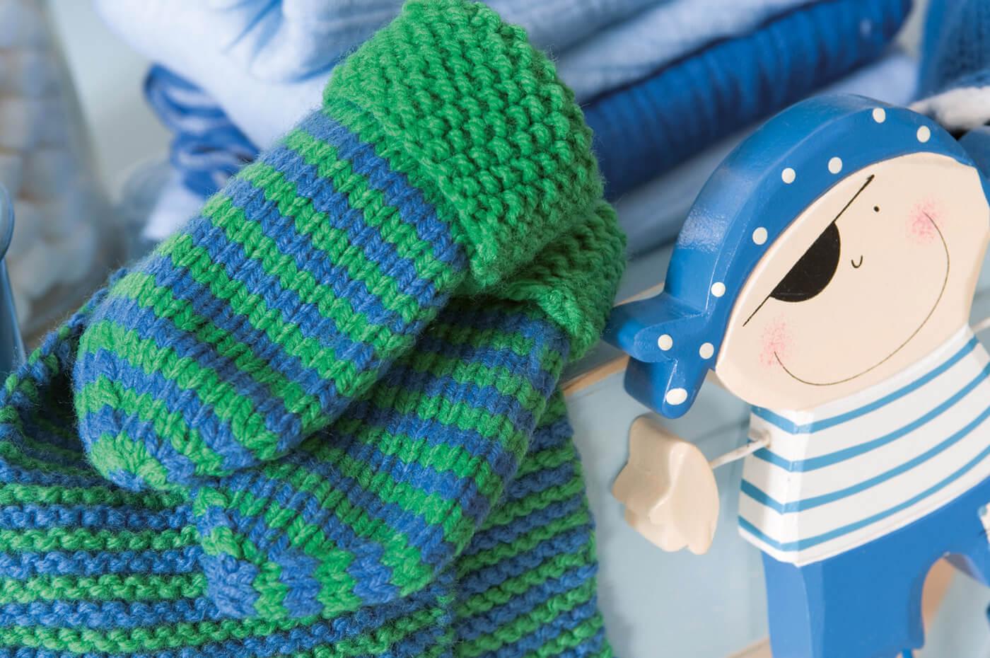 Kinder-Set mit Steckschal, Fäustlingen und Socken